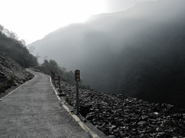 The narrow road to Shanping Arboretum passed through the site of a huge landslide.